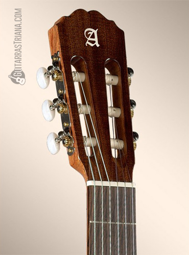 guitarra-alhambra-1C-clavijero