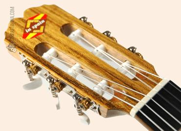 guitarra-clasica-admira-rosario-clavijero