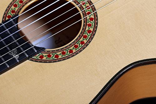 boca y cuerdas de la guitarra flamenca mengual y margarit