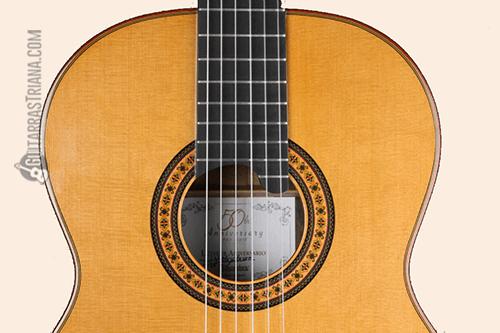 tapa de cedro de la guitarra clásica alhambra luthier aniversario