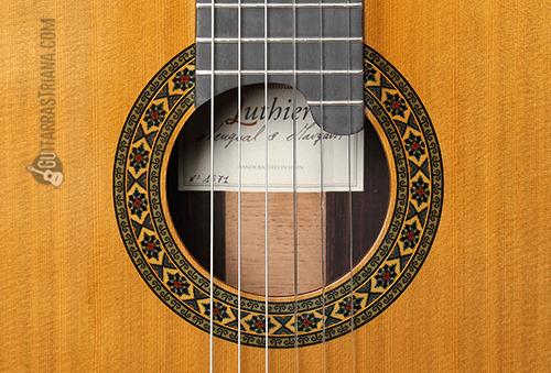 boca con roseta de la guitarra luthier india montcabrer